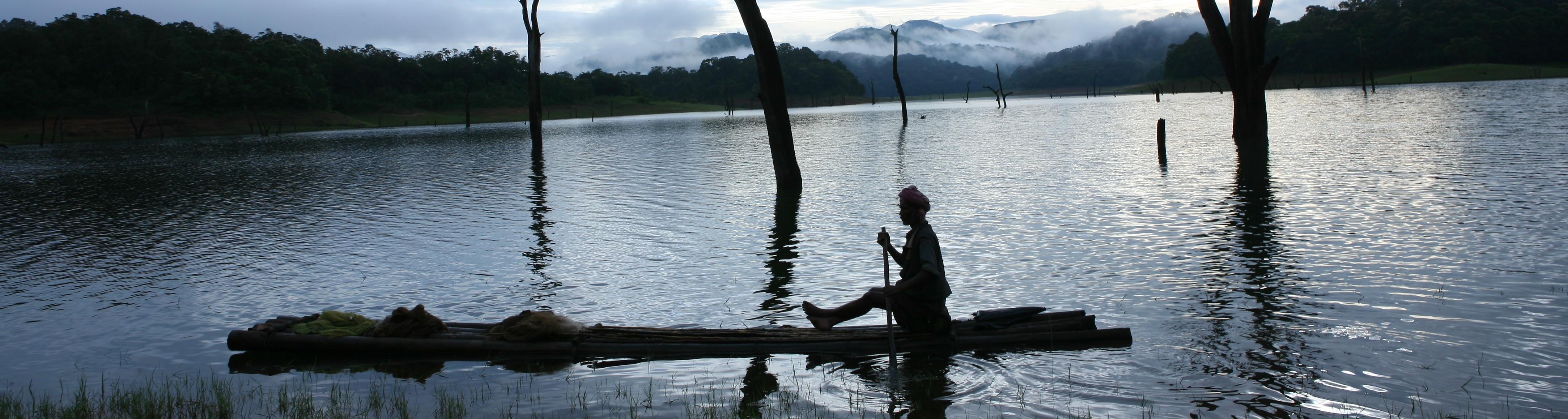 Local-fisherman-in-the-Periyar-Tiger-Reserve-e1380376223785